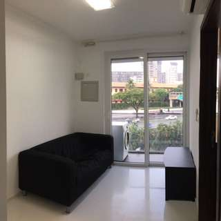 Chick 1BR+living condo unit. Freehold. High rent yld. Close to CBD, Malls, MRT & Eateries