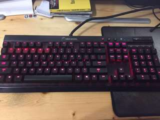 Corsair K70青軸機械鍵盤(紅光)九成新有手托
