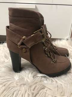 Temp Brown women's lace up boot