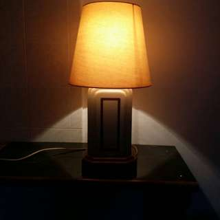 BEAUTIFUL COFFEE TABLE AND TABLE LAMP