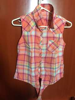 Sleeveless polo top plaid