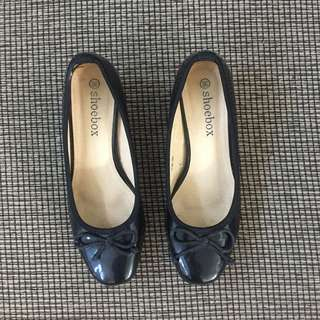 Shoebox Black Shoesies