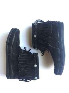 Minnetonka Classic Suede Black Fringe Ankle Boots