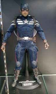 hot toys captain america.
