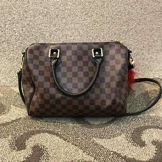 L v speedy 30cm🌻  RESELLERS ARE WELCOME ❤️❤️ ✔️offers lowest price 📌paperbag 📌dustbag 📌carecard 📌lock and key 📌detachable sling  ‼️high grade quality‼️