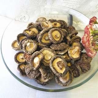 香菇 直徑約2cm~4cm 厚約0.7cm~1.3cm 150公克 花菇 乾貨