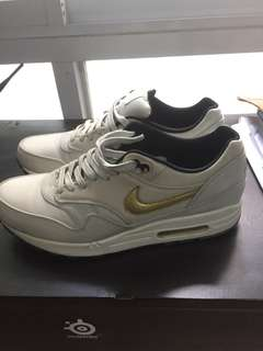 Nike Air Max 1 Gold Trophy size 10.5