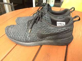 Nike Roshe Run Flyknit all black. Size 10