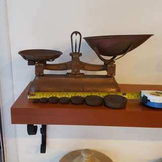 Vintage cast iron grocer's scale with brass pans & 7 brass weights