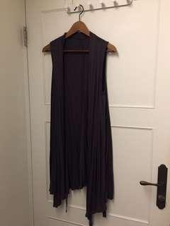 🚚 Uniqulo深灰罩衫