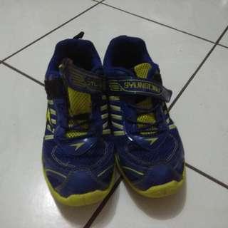 Sepatu sneaker size 35