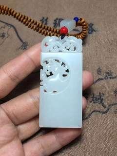 Xinjiang hetian mutton white jade seed material.
