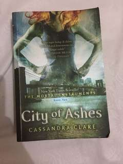 "City Of Ashes ""Cassandra Clare"""