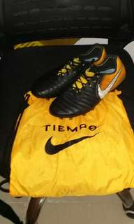 Tiempo Acc football boot 85%new (sizes Eur42,Uk8,Us8.5)