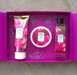 BEAUTE RECIPE CHERRY BLOSSOM GIFT / VALUE SET - BODY SCRUB, BODY CREAM & SHOWER GEL [100% NEW & IN BOX]