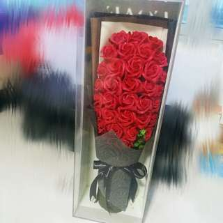 33 Flowers bouquet (Red)