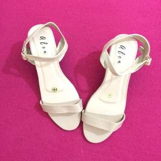 Block Heels Fashion Sandals (Beige)