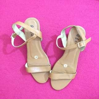 Block Heels Fashion Sandals (Tan)