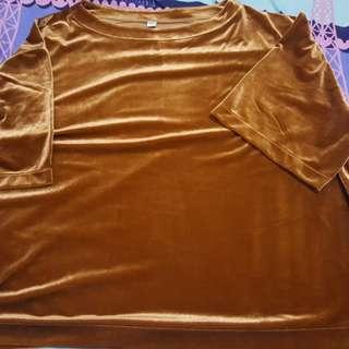 Uniqlo bronze top