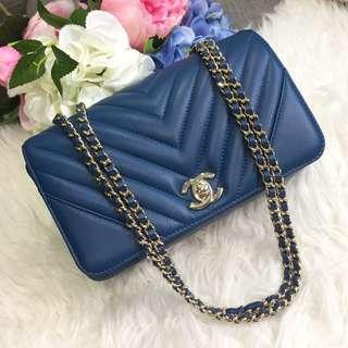 ❌SOLD❌ Beautiful piece at a good deal!💙 Chanel Seasonal Mini Flap in Blue Calfskin GHW.