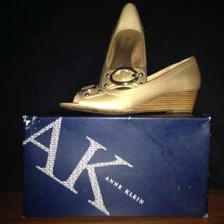 Auth AK Ann Klein Light Gold Wedge Shoes sz 8