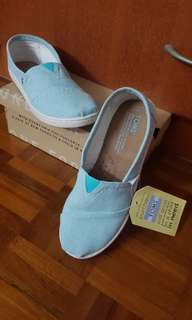 TOMS Shoes Classic M Aqua Chambray (Youth 4)