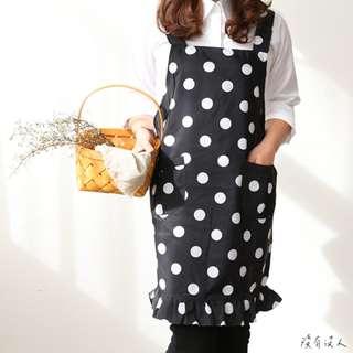 點點黑白 圍裙 防潑水 荷葉邊少女風 可愛滿分 日系 綁帶 家事圍裙 早餐店 輕食 園藝 員工制服 工作圍裙。沒有沒人