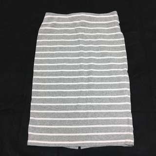 🚚 Uniqlo全新灰白條紋後開叉窄裙