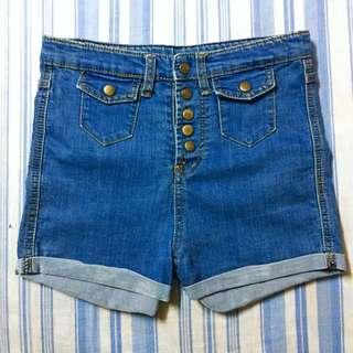 Buttoned Highwaist Denim Shorts