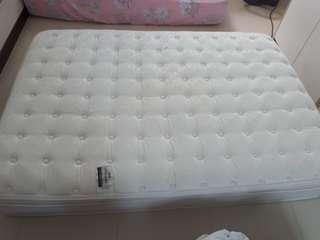 Simmons Queen soft mattress