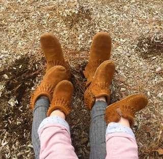 Minnetonka 莫卡辛 台灣專櫃 經典雙層流蘇拉鍊靴
