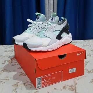 BRAND NEW Authentic Nike Air Huaraches