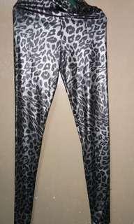 High-waisted Leopard Leggings