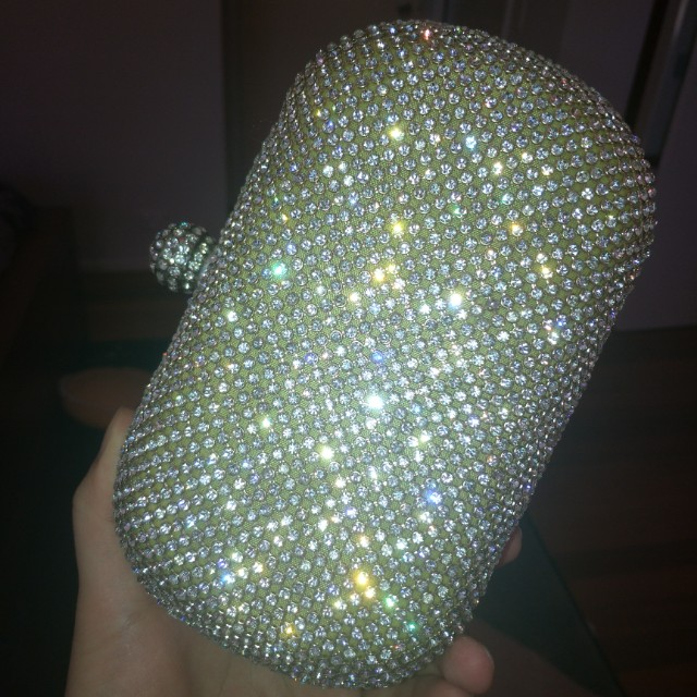 Dimante sparkling clutch with chain