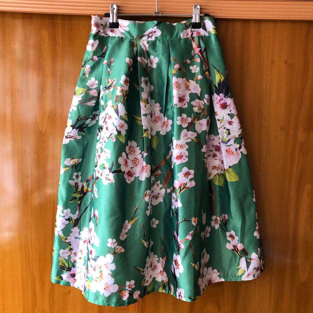 Elegant Floral midi green skirt