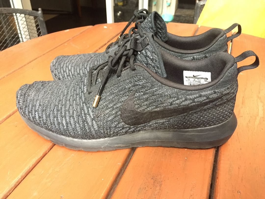 f429ccecf6 Nike Roshe Run Flyknit all black. Size 10