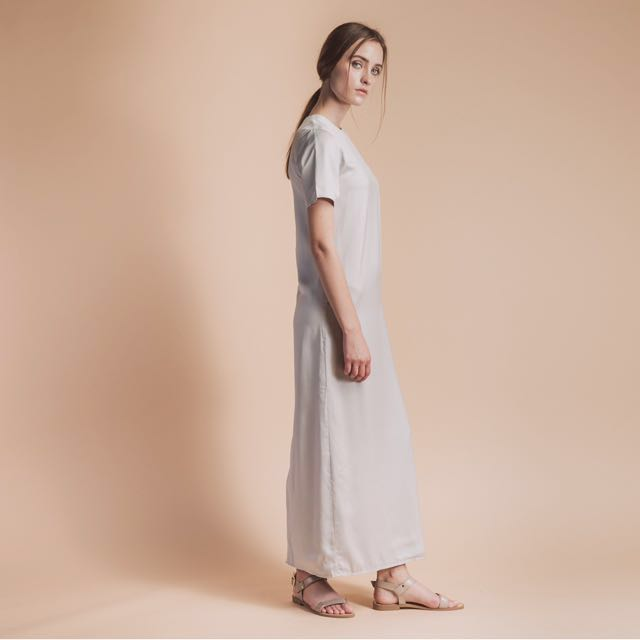87f1031944047 Soigné the label Straight cut maxi dress in Grey on Carousell