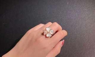 Van Cleef & Arpels 白貝殼四葉草鑽石戒指