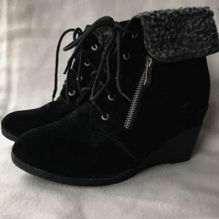 CUTE WINTER/FALL/SPRING VELOUR BOOTS