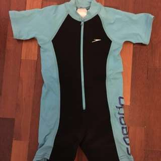 Speedo partial thermal swimsuit for 3-5yo. Measures 46cm from top to crotch. Cond: 8.5/10. No -nego