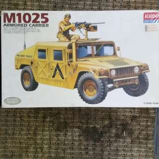 Humvee M1025 Armored Carrier 1/35 Academy