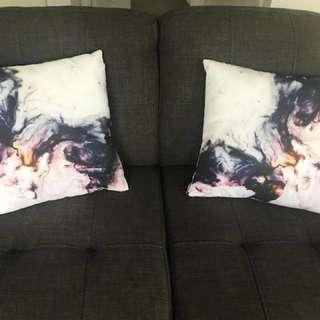2 x Colour throw pillows