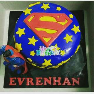 Fondant superhero cake (batman, spiderman, superman)