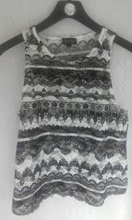 Lace black and white pattern singlet
