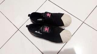 Sepatu adidas wanita slip on