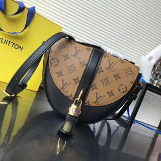 Louis Vuitton Chantilly Lock sling bag
