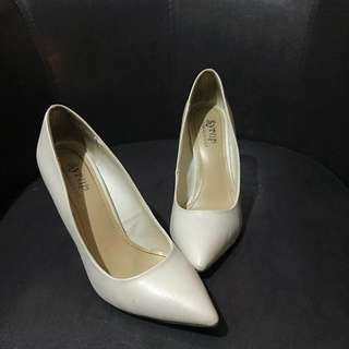 US SYRUP Pointed Pumps / Shoes White s8