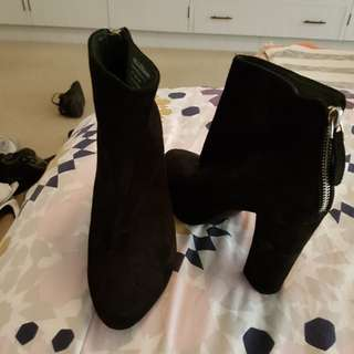 Wittner suede black boots