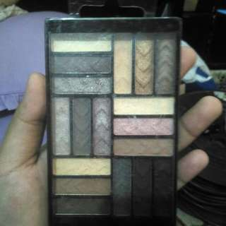 L.A COLORS EYESHADOW