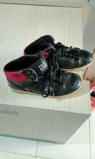 Sepatu no 30